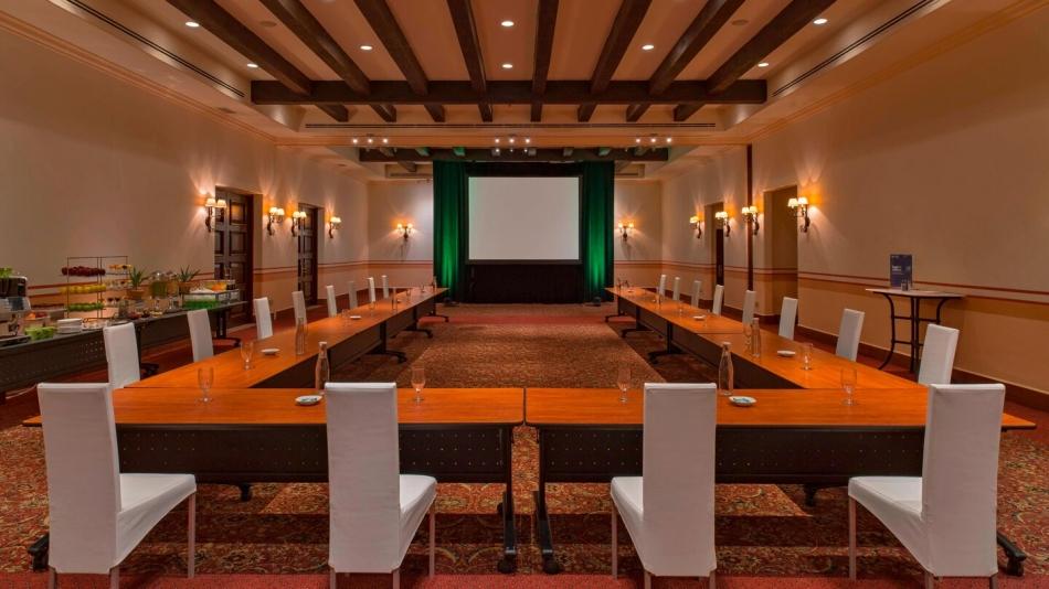 Arcos Meeting Room - UShape Setup